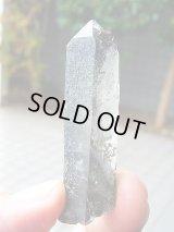ポーラー(北極)ウラル産チタナイト&クローライト付き水晶ポイント31.3g
