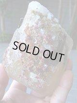 マルチカラートルマリン結晶付き水晶原石1,037g