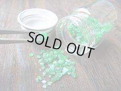 画像1: 宝石需要品質:パキスタン・スワート産エメラルド・メレ原石 小瓶入りセット トータル 20カラット