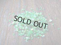 画像2: 宝石需要品質:パキスタン・スワート産エメラルド・メレ原石 小瓶入りセット トータル 20カラット