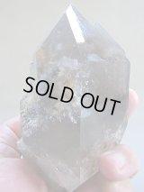 キャビネットサイズ:ザギマウンテン水晶(スモーキー&アンフィボール&セルフヒールド型)原石662g